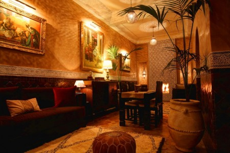 Riad Jona's dining room with fireplace