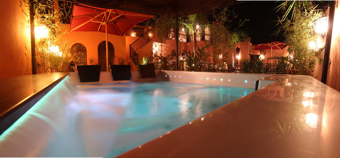 Riad Jona Marrakech hot jacuzzi during starry sky
